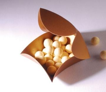 Scatola regalo dorata per bonbon e cioccolatini