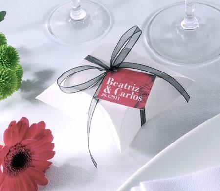 Cajita blanca para bodas con muselina