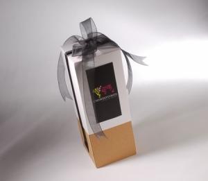 Caja para vinos con lazo y etiqueta impresa