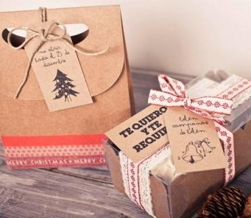 Sacchetto regalo con etichetta per Natale