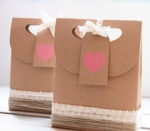 Little bag in kraft colour for Valentine's Day
