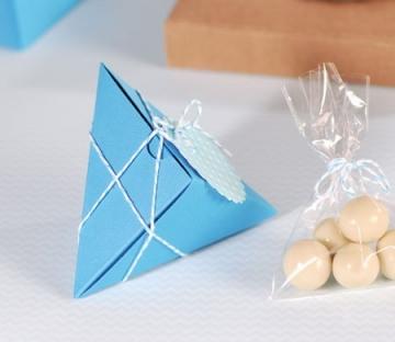 Cajita azul triangular para bombones