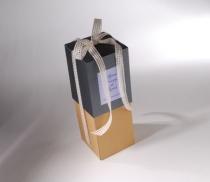 Scatola bottiglia LARGE con coperchio bianco  cordoncino nero - stampa 4 colori STEMAX
