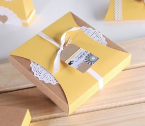 Gift box with sleeve and paper doilies
