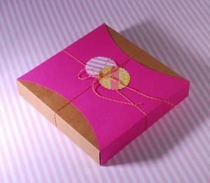 Caja con faja rosa y baker's twine