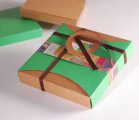 Caja vintage con faja y lazo de raso