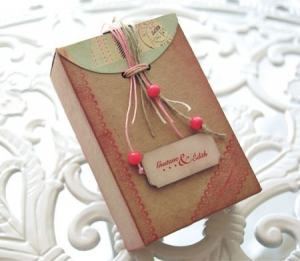 Cajita decorada con scrapbooking