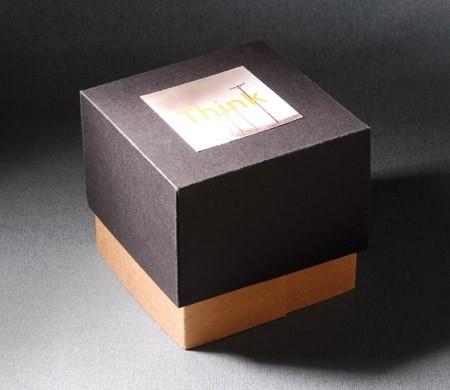 Caja cuadrada con cajones