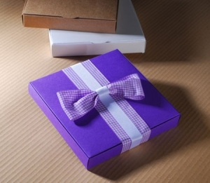 Purple box with a big vichy bow