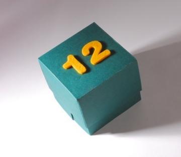 Caja con números de fieltro