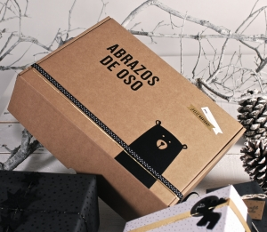 Shipping boxes with bear design