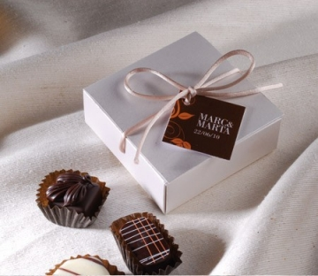Square gift box perfect for wedding favours