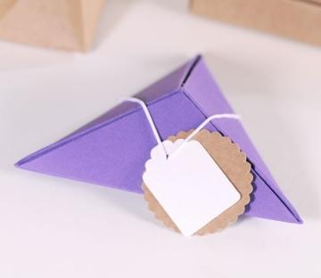 Pyramidal gift box
