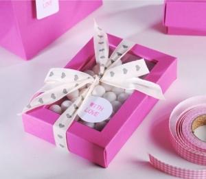 Fuchsia gift box for sweets