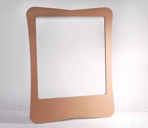 Photocall de cartón con atrezzo