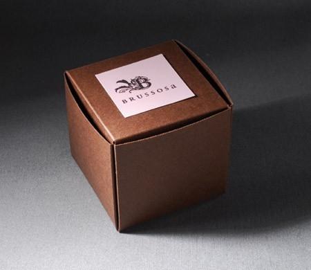 'Self-assembling' box for shops