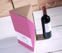Caja triangular para botellas