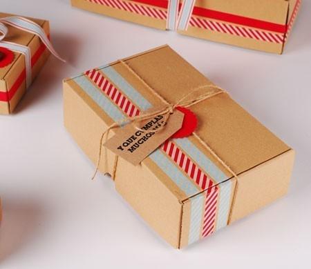 Selbstschließende Schachtel aus Karton