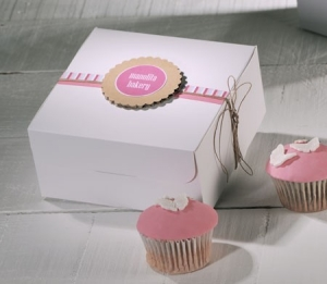 Decorated box for four cupcakes