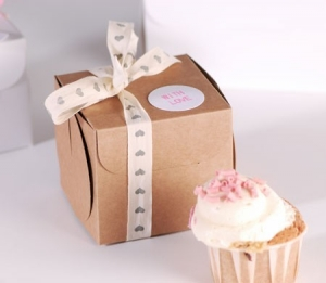 Scatolina per una cupcake con fiocco