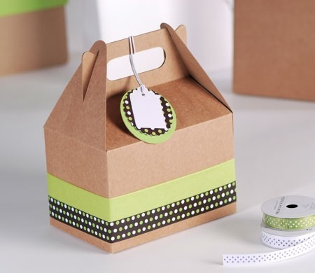 Little picnic box with polka dot decoration