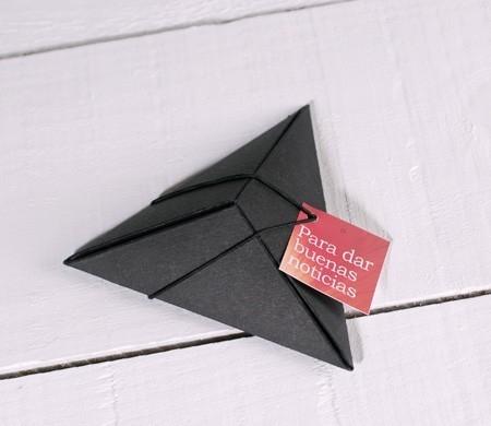 Caja triangular para regalar
