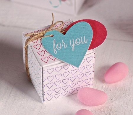 Square gift box with hearts pattern