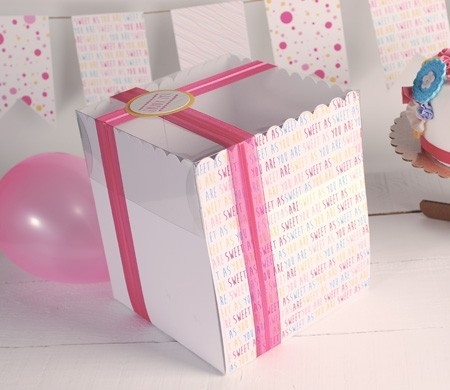Printed tall box for cakes