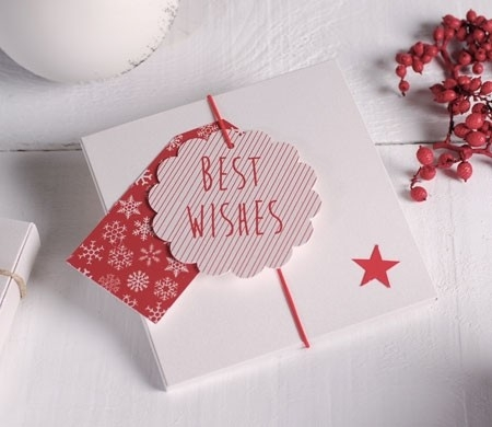 Scatola regalo con etichette per Natale