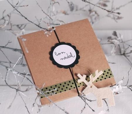 Caja navideña con reno de fieltro