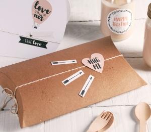 Scatola regalo per San Valentino dalla forma allungata