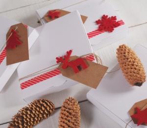 Caja plana con decoración navideña