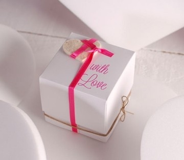 Gift box with compartments