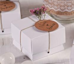 Kleine weiße Schachtel für kleine Hochzeitsgeschenke