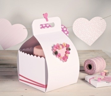 Decorated box for cakes