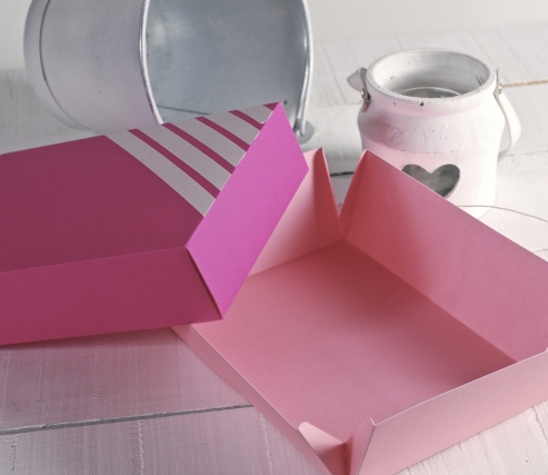 Box with printed label of a flamingo