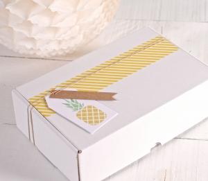 """Tropicale scatola con l'etichetta """"Ananas"""" e washi tape giallo"""