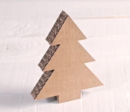 Árbol de cartón pequeño
