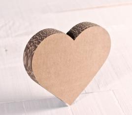 Kleines Herz aus Karton