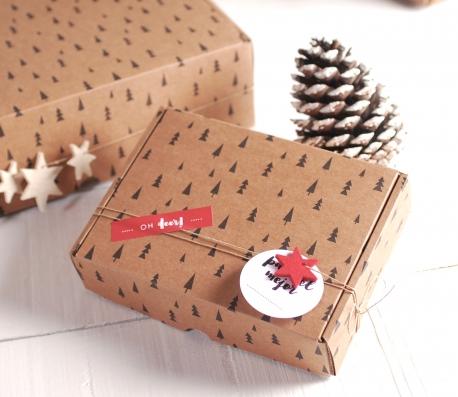 Caja impresa con abetos para Navidad