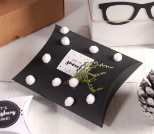 Accesories box with pompoms