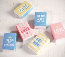 Set di scatole con messaggi