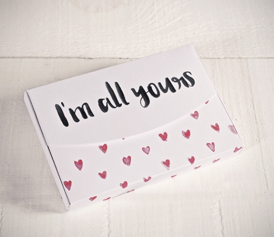 "Scatole con stampa ""All yours"" e cuori"