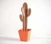 Cactus alto con vaso colorato