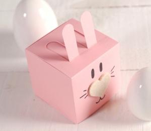 Scatolina quadrata a forma di coniglio