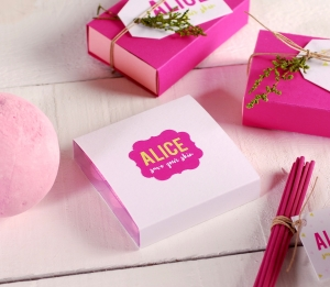 Box for natural cosmetics