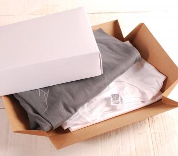 Decoración caja cuadrada con complementos