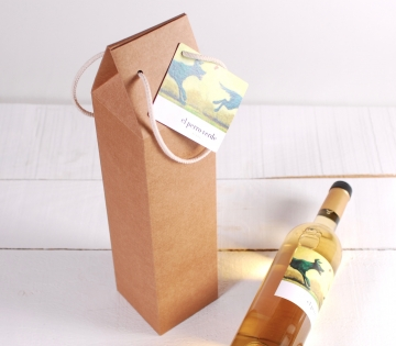 Wine box with handle decoration