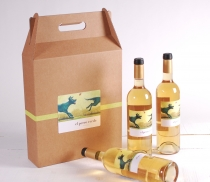 Wine box with handle