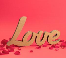 Buchstaben aus Karton LOVE